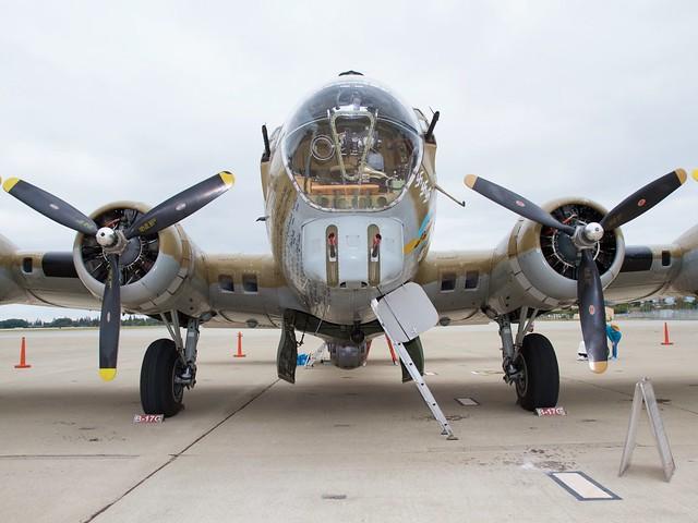 B-17_Nine-O-Nine_0449