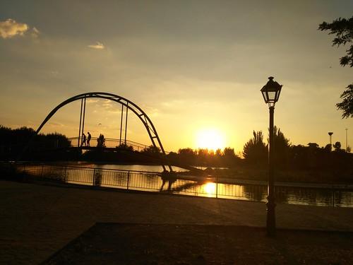 huawei parque park parla madriz atardecer sunset jothagacia silhouettes siluetas puente town lago lake cielo sky