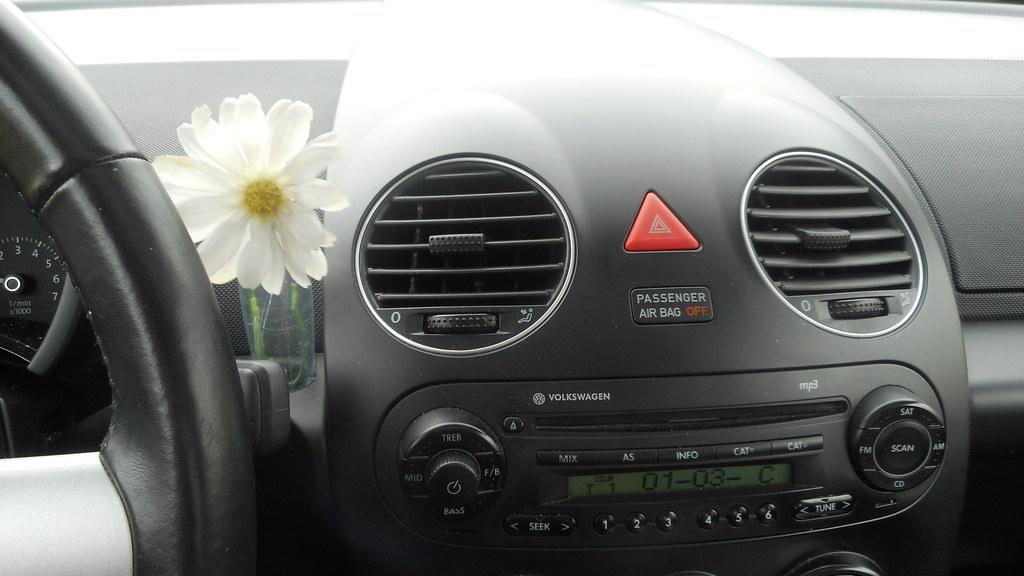 ... Volkswagen New Beetle flower vase and dashboard | by PatricksMercy & Volkswagen New Beetle flower vase and dashboard | PatricksMercy | Flickr