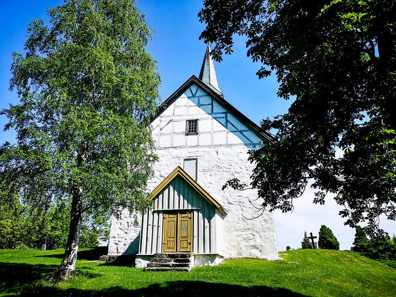 44-Skoger gamle kirke