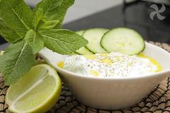 Tzatziki, salsa griega de yogur y pepino