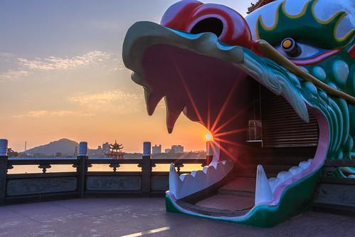 左營區 高雄市 台灣 6d ef1635mm 蓮池潭 龍虎塔 五里亭 日出 sunrise sky sun 星芒 雲彩 cloud