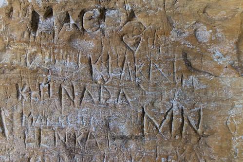 Kaiverroksia linnan muurissa