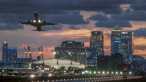 city sunset red white london night clouds plane lights airport cityscape skyscrapers aeroplane dome pan canarywharf peninsula dri hdr citi citiscape