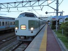 新宿駅発の夜行臨時快速「ムーンライト信州」号 早朝に着くので山岳観光に便利