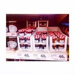 ちっちゃいジャムポット発見!🍓 ちょう〜可愛くない?! ピクニックタイムにぴったりかも〜 (笑)  けど、高い >_<  けど、それはロンドン >_<  。。。ピクニックしたいなぁ〜  #ジャム #いちごが一番 #いちご #ラズベリー #アプリコット #イギリス #ロンドン #jam #bonnemaman #England #London