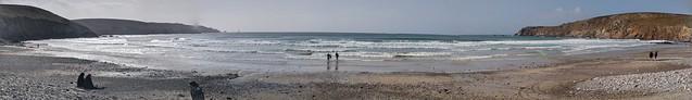 Baie des trépassés surfers pano