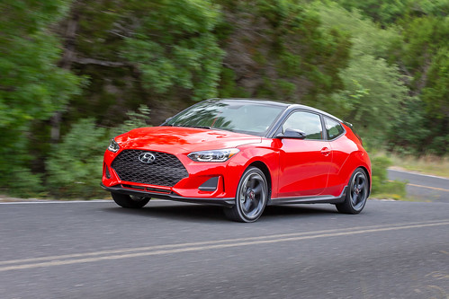 2019 Hyundai Veloster Photo