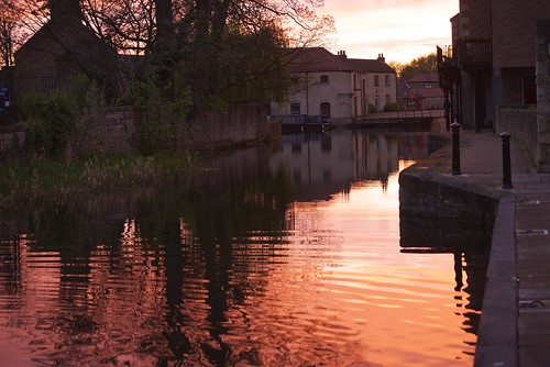 sunset reflection nyorkshire riponcanal newaterways