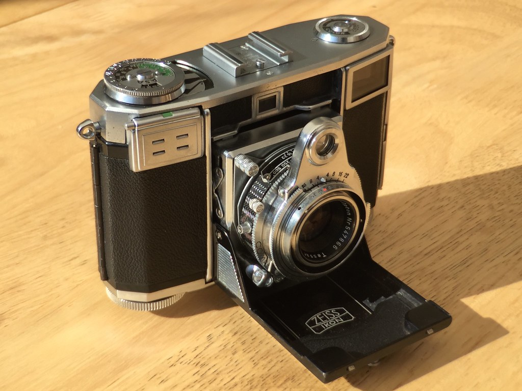 Zeiss Ikon Contessa 35 - 1951 | This 64 year old Zeiss Ikon