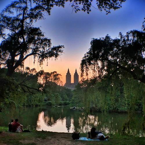 Sunset in Central Park  #Newyork #nyc #newyorkcity #manhattan #Photo #Photography #Travel #travelgram #trip #iloveny #ilovenyc #newyorkphoto #instacool #instanewyork #mynyc #bigapple #thebigapple #igers #centralpark #Park #Sunset #colorful #colors #love # | by Mario De Carli