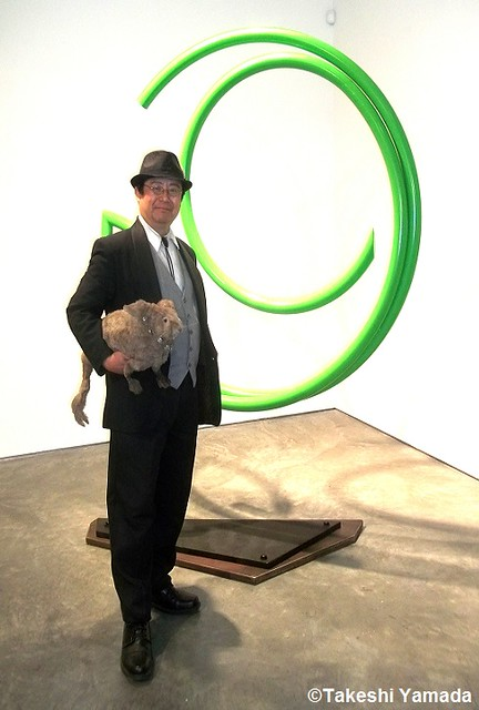 Dr. Takeshi Yamada and Seara (sea rabbit) visited the Chelsea Art Walk 2014 in Manhattan, NY on July 24, 2014.  20140724 100_3316===C