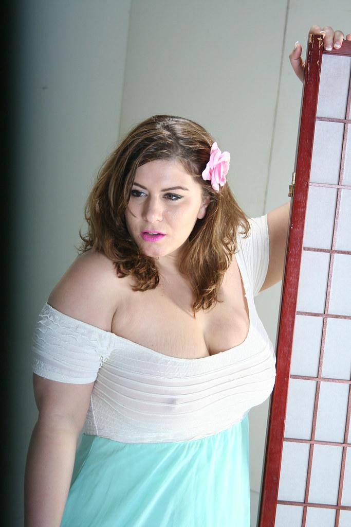 LA_0458 lush cleavage | London Andrews looking lush | Flickr