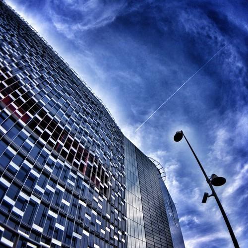 Wind building  #modern #Architecture #building #city #igersmilano #igers #igersitalia #archilovers #architecturelovers #archidaily #Colors #Colorful #Flight #photooftheday #amazing #instagood #instalike #picoftheday #instadaily #instafollow #followme #bes   by Mario De Carli