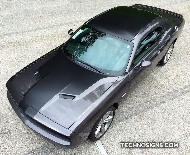 Dodge Challenger hood and roof wrap by TechnoSigns