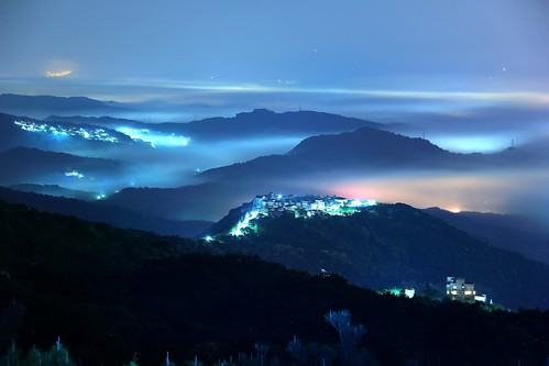 morning travel pink light sky mist mountain mountains color fog night clouds sunrise canon landscape photography dawn lights twilight cityscape silent view image hill taiwan atmosphere mount valley taipei nightscene rays nightview lightning temperature 自然 夜景 hdr 風景 valleyview crepuscularrays pinkclouds crepuscular nightexposure 台北市 五指山 nightcity 汐止 landscapephotography 霧 清晨 雲霧 山景 晨景 嵐 色溫 rosyclouds 風景攝影 台灣風景 上帝之梯 色溫攝影 琉璃光 平流霧 丁達爾效應 nightcoloredglaze