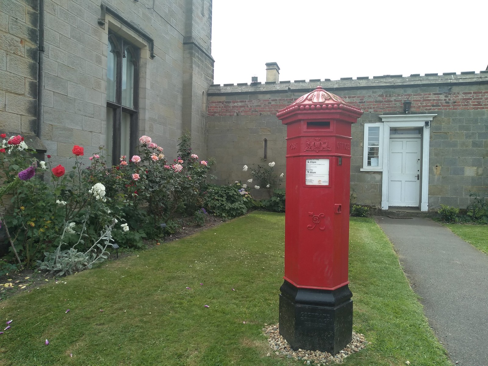 Chidingstone Castle postbox They're getting email soon