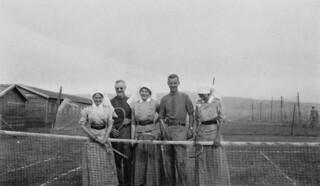 Canadian Army Medical Corps Nursing Sisters of the University of Toronto's No. 4 General Hospital playing tennis... / Infirmières militaires de l'hôpital général no 4 de l'Université de Toronto, membres du Service de santé de l'armée canadienne, joua