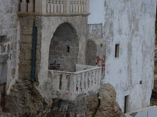 Gevaarlijk hangend balkon (1)