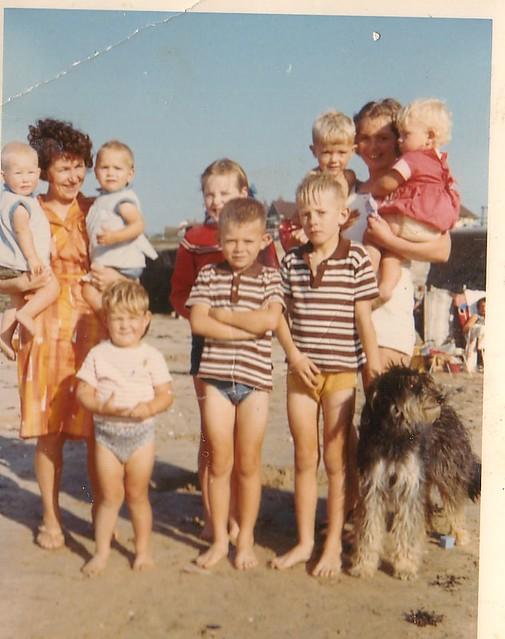 1963 - 04 - Dave, Jan, family, Ron, Val family