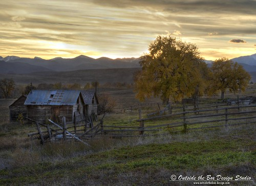 ranch autumn mountains history leaves barn evening cabin colorado fallcolor farm front cottonwood rockymountains berthoud homestead agriculture frontrange range oldbarn larimercounty