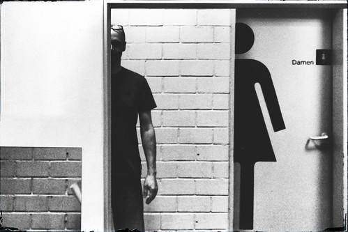 door ladies white black ikea me monochrome self mirror triptych spiegel bricks corridor toilet wc finepix half fujifilm monochrom ich hälfte tür schwarz damen flur selfie v200 klinker weis triptychon imitated toilettentür nachgeahmt