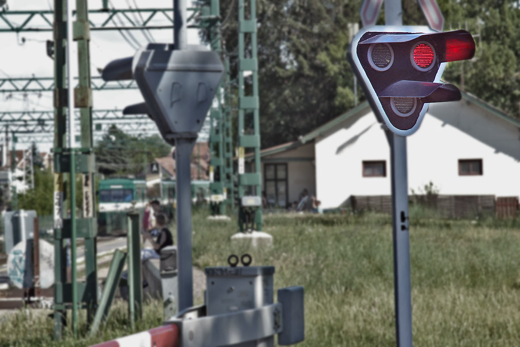 Level crossing lights at Danger at Budakalasz Suburban Rai