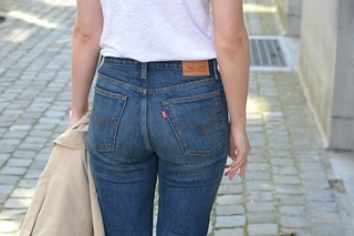 Levi's Wedgie Fit Jeans: Outfit & Review || Melanophilia.com | by Melanophilia blog