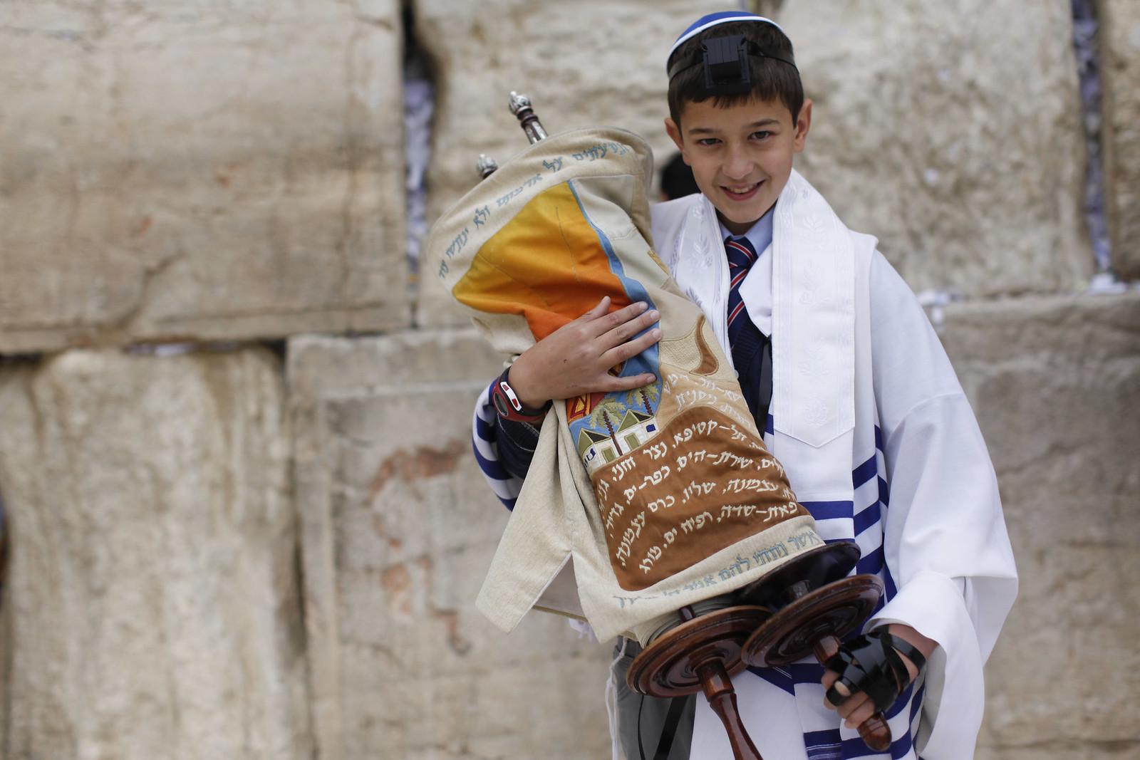 Bar Mitzvah 14_Jerusalem_9721_Yonatan Sindel_Flash 90_IMOT