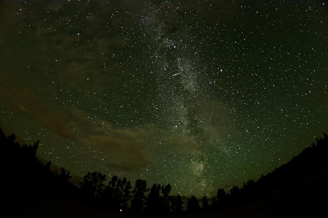 Perseid_Meteor_in_Milkyway_Over_West_Lake_Prince_George_BC_01