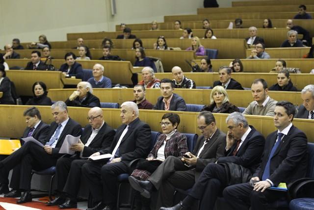 Ustavnopravna komisija Predstavničkog doma Parlamentarne skupštine BiH organizovala je javnu raspravu o pitanju statusa Sutorine na kojoj je poručeno da BiH sa Crnom Gorom želi graditi iskrene i prijeteljske veze, ali da bi se nastavilo tim putem u budućn