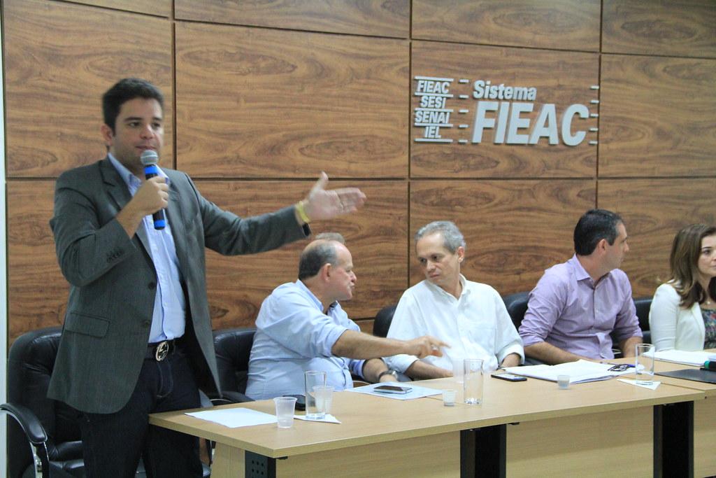 Senador Gladson em reunião com prefeitos do Acre