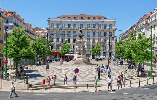 Lisbon : Praça Luis de Camoes