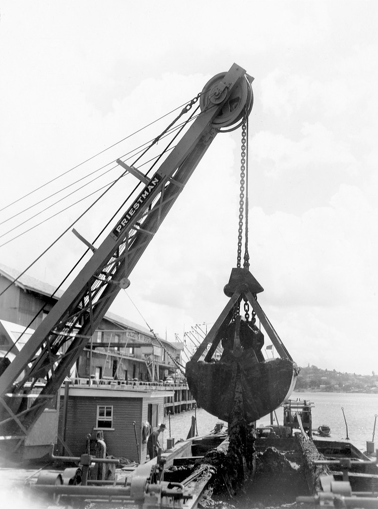 Grab dredgers, Heavy Equipment Used in Construction