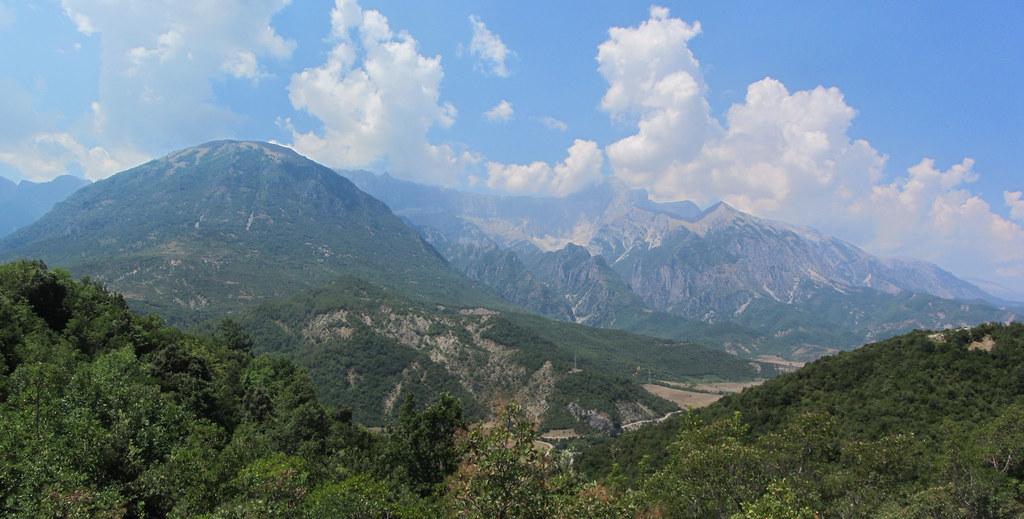 Albania, droga SH75, w pobliżu...