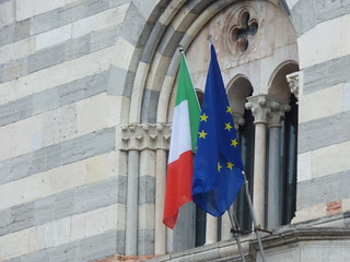 Como Cathedral - Piazza Duomo, Como - Italian and EU flag | by ell brown