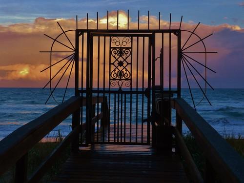 sunset florida atlanticocean treasurecoast jensenbeach sunshinestate floridabeaches hutchinsonisland miramarroyale