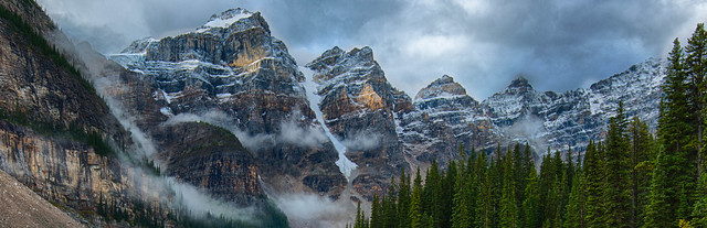 Light and snow in the mountains