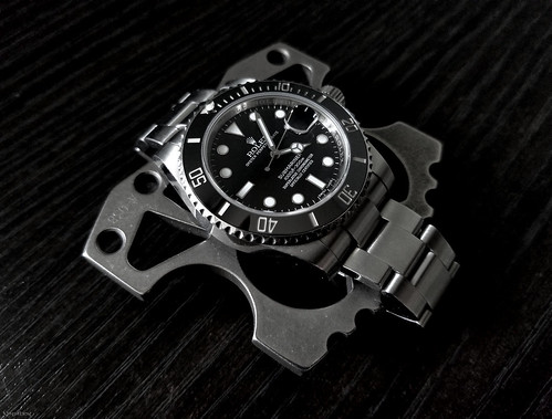 EDC Duo: Rolex Submariner and Raidops Angry Caesar Knuck ///