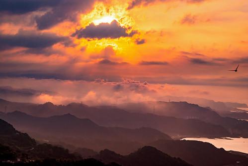 sunset clouds cloudy purple jiufen village township mountain sea boat ship ocean taiwan oldfasioned 九份 夕陽 日落 夕照 海洋 船 山 雲 台灣 老街 懷舊 asia 亞洲 鳥 bird 飛 fly