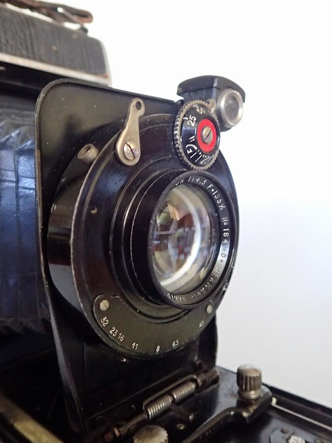 German-made, metal-bodied 6x9 rollfilm folder with Hermagis Hellor f4.5 135mm lens in Gitzo Type B3a shutter