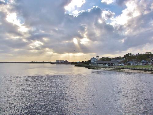 southport northcarolina brunswickcounty capefearriver yachtbasin riversidemotel sunset cumulusclouds sunbeams waterfrontpark gerrydincher nc