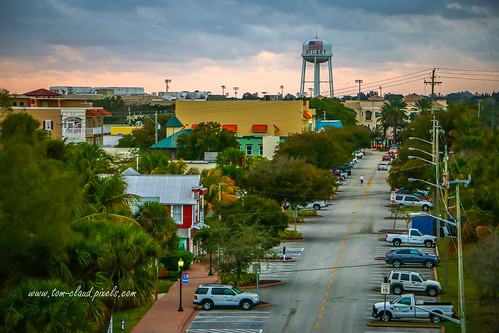 flagleravenue avenue downtownstuart florida citystreet watertower tower cityscape usa