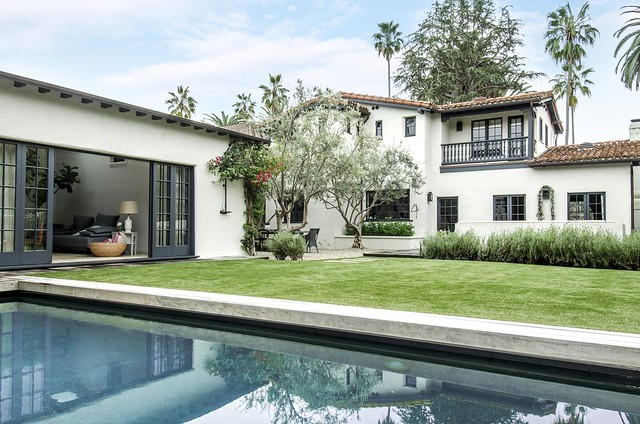 Christopher Gavigan & Jessica Capshaw's Backyard