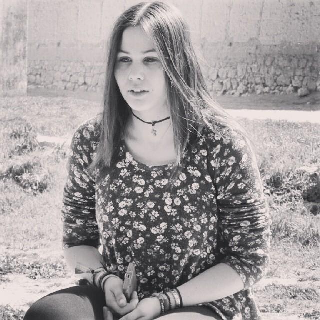 Beauty. #girl #friend #friendship #bestfriend #clothes #fashion #model #photoshoot #grass #teenager #village #Villavellid #Valladolid #CastillayLeón #Spain #jewellery #necklace #bracelet #mobile