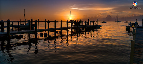 sony a7r2 sonya7r2 ilce7rm2 zeissfe1635mmf4zaoss fx fullframe scenic landscape waterscape oceanscape nature outdoors sky clouds colors silhouettes shadows sunset boating pier dock beach sand tropical island keylargo floridakeys overseashighway florida