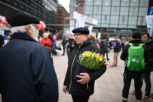 Flowers for a candidate | by Henry Söderlund