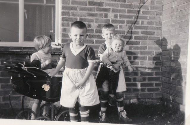 1961 - 07 - Christmas morning, Debbie, Grahame, Steven and Dale