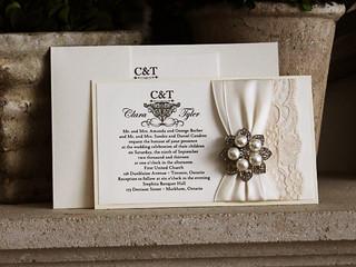 Egészen egyedi grafikai megoldássokkal tesszük egyedivé az esküvői meghívókat.