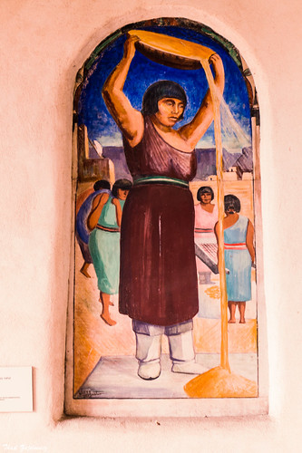 zajdowicz santafe newmexico usa leica lightroom art mural fresco outdoor outside courtyard newmexicomuseumofart willshuster artist wpa artistsproject greatdepression nativeamerican scene people federalemergencyreliefadministration fera puebloindians set travel americansouthwest painting creativecommons winnowingwheat